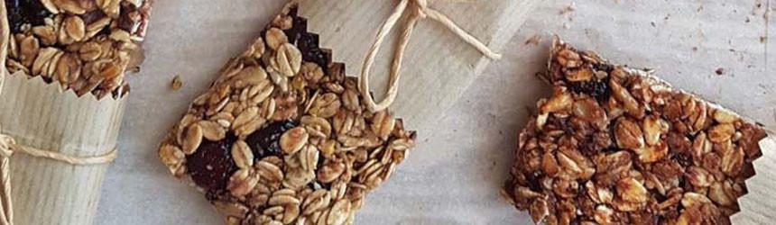 Barrette energetiche fai da te con semi, frutta secca e banane