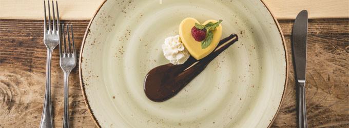 Budino di succo di kiwi con crema al formaggio e frutta secca