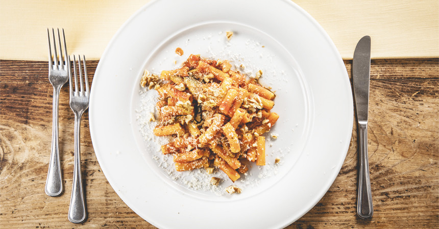 Sedani al mais con zucchine aromatizzate e noci